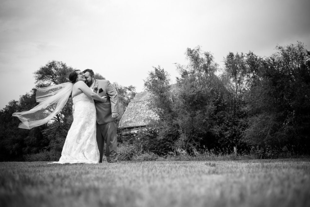 derek-sara-the-omaha-barn-ackerhurst-dairy-farm-0014-omaha-wedding-photographer-jm-studios.JPG