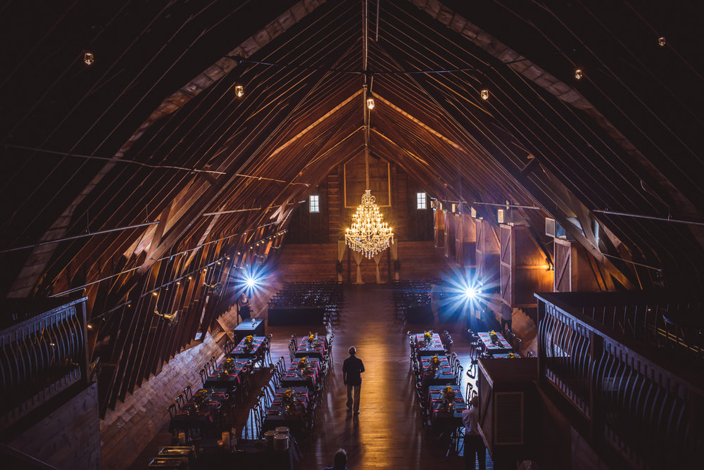 derek-sara-the-omaha-barn-ackerhurst-dairy-farm-0020-omaha-wedding-photographer-jm-studios.JPG