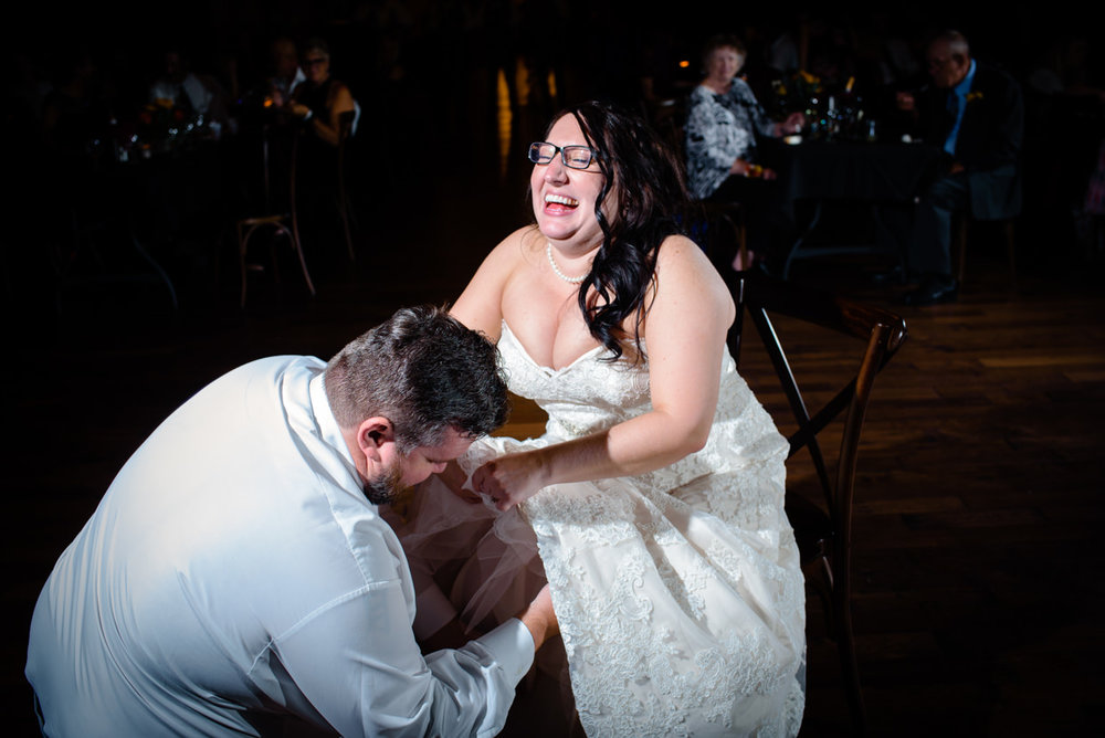 derek-sara-the-omaha-barn-ackerhurst-dairy-farm-0031-omaha-wedding-photographer-jm-studios.JPG