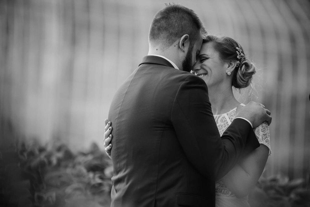 lauritzen-garden-omaha-liz-daniel-omaha-wedding-photographer-jm-studios-35035.jpg