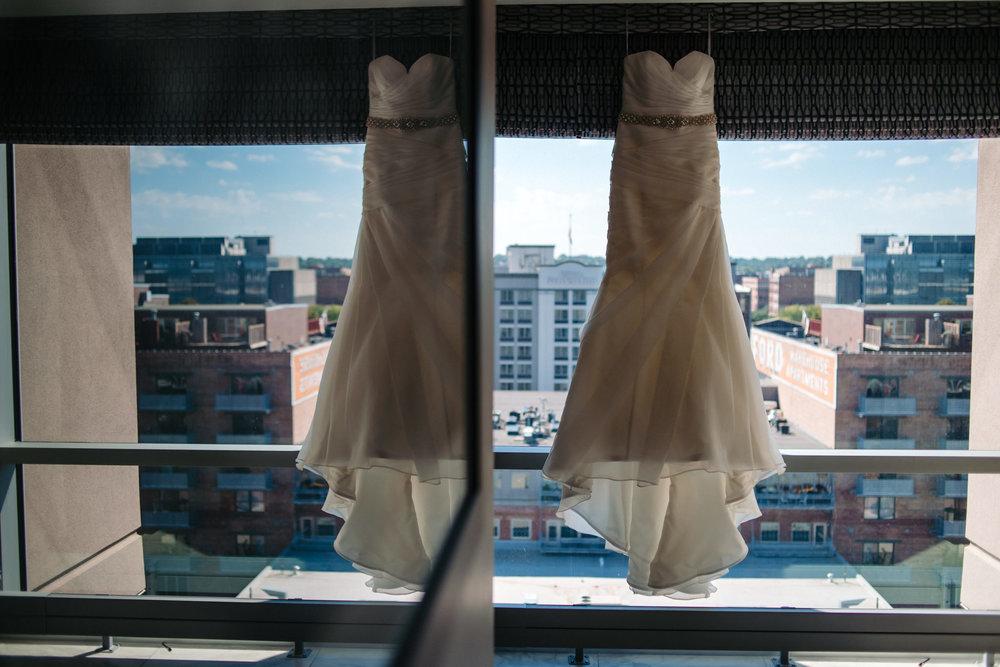OMAHA-MARRIOTT-WEDDING-DOWNTOWN-MARRIOTT-OMAHA-WEDDING-PHOTOGRAPHER-JM-STUDIOS-003.jpg