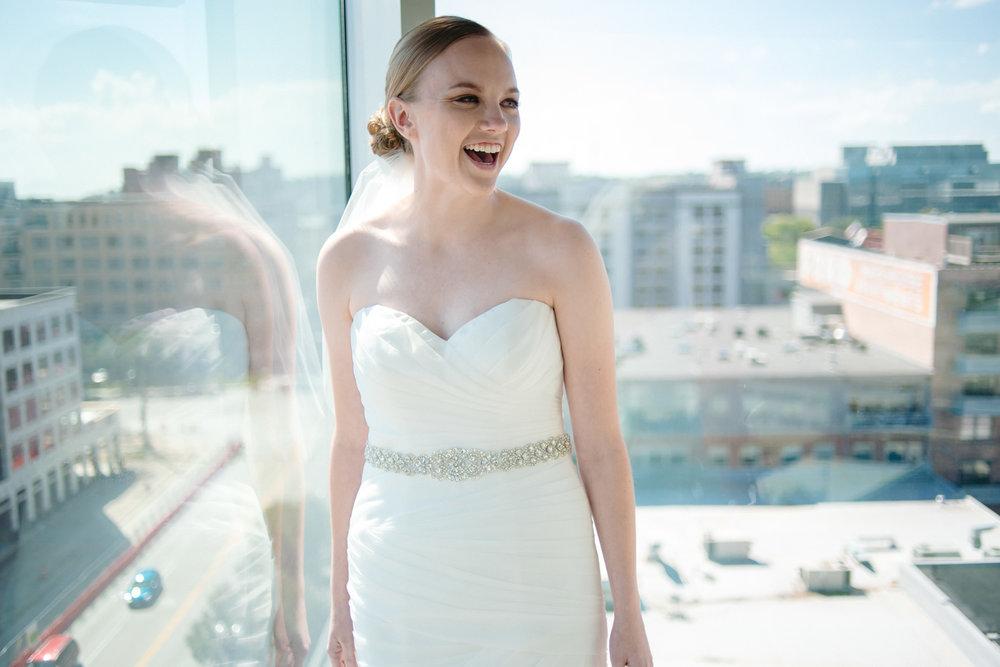 OMAHA-MARRIOTT-WEDDING-DOWNTOWN-MARRIOTT-OMAHA-WEDDING-PHOTOGRAPHER-JM-STUDIOS-008.jpg