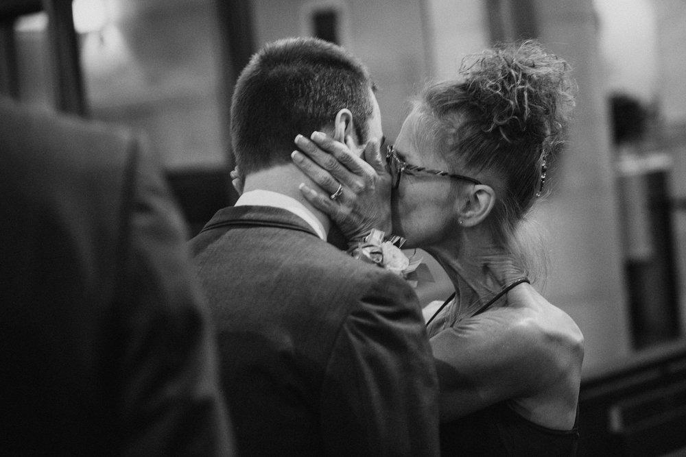 OMAHA-MARRIOTT-WEDDING-DOWNTOWN-MARRIOTT-OMAHA-WEDDING-PHOTOGRAPHER-JM-STUDIOS-011.jpg