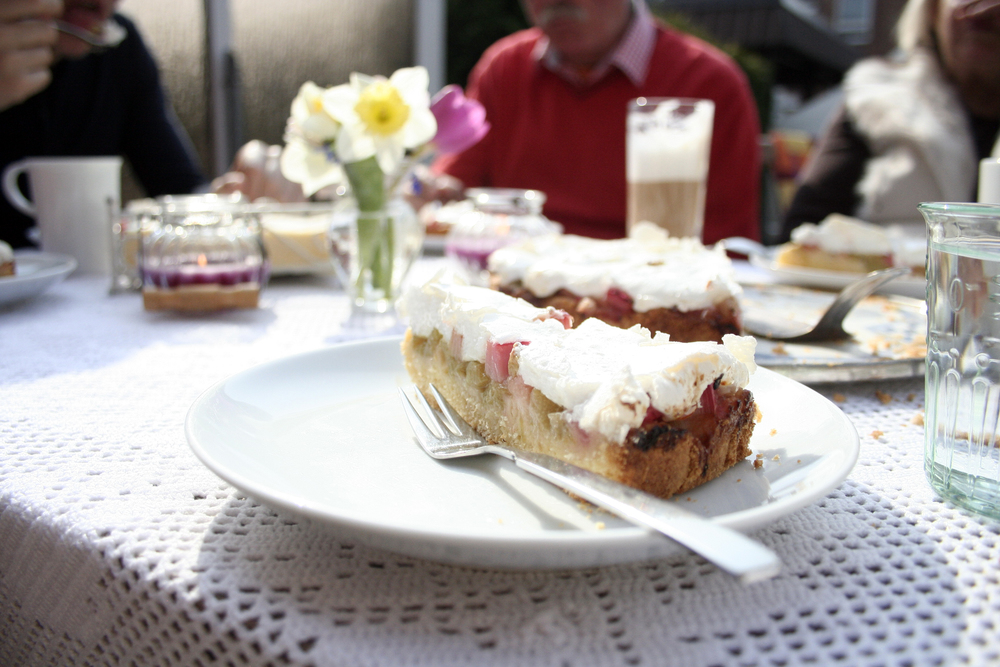 The delicious rhubarb cake.