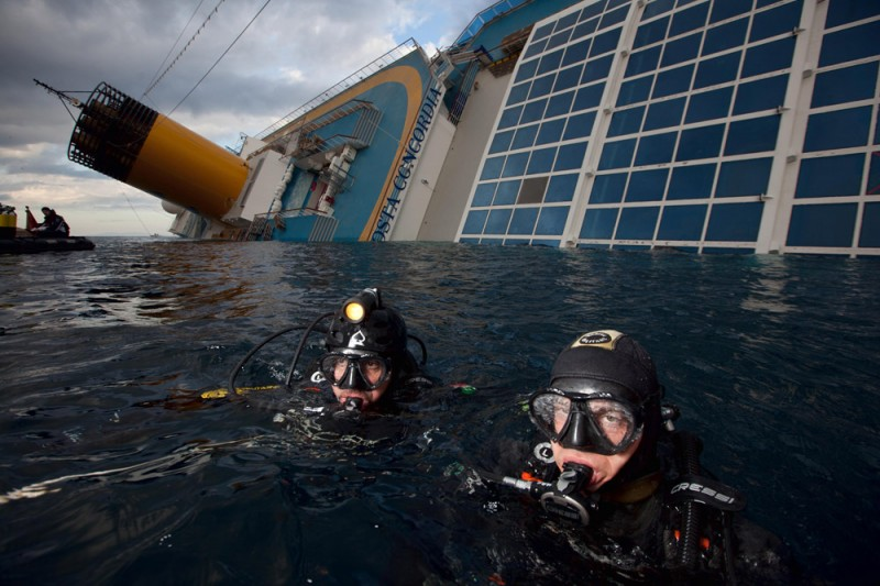 Trip inside the shipwrecked vessel Costa Concordia, with Navy divers (Isola del Giglio, Italy) [1]