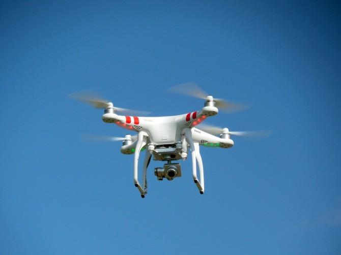 drone-407393_1280-670x502.jpg
