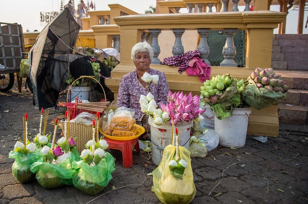 Flower seller, Phnom Penh;Nikon D4S, 24mm, f/2.8, 1/500s, ISO 100