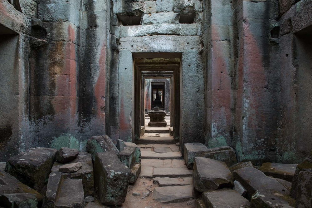 Inside Preah Khan Temple; Nikon D4S, 24mm, f/5.6, 1/50s, ISO 400