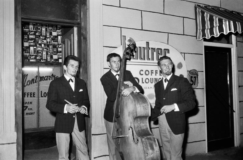 Rykenberg Photography, Seventeen days of Rykenberg, Central City Library Mike Walker trio outside the Montmartre and Lautrec Coffee Lounge in Lorne Street, 1960s, Sir George Grey Special Collections, Auckland Libraries