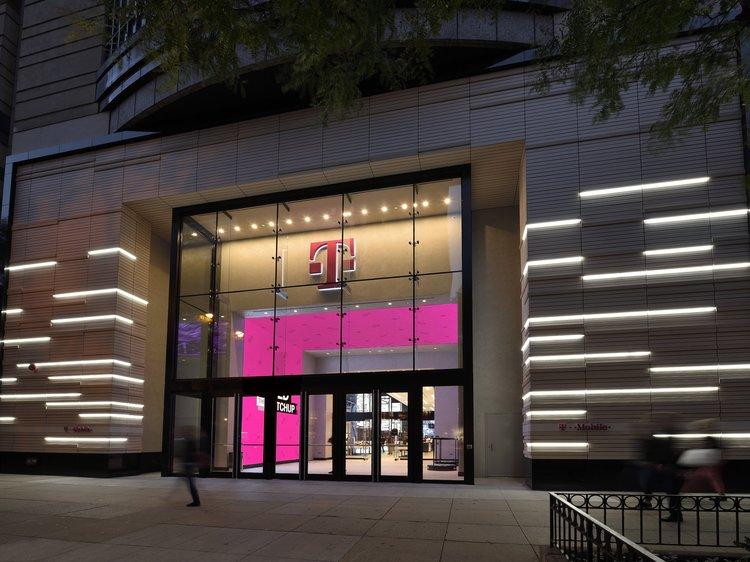 t mobile chicago focus lighting architectural lighting design