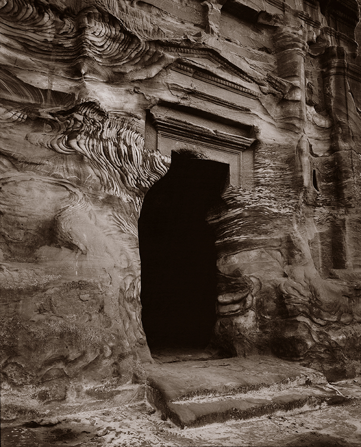 Tomb, © Linda Connor