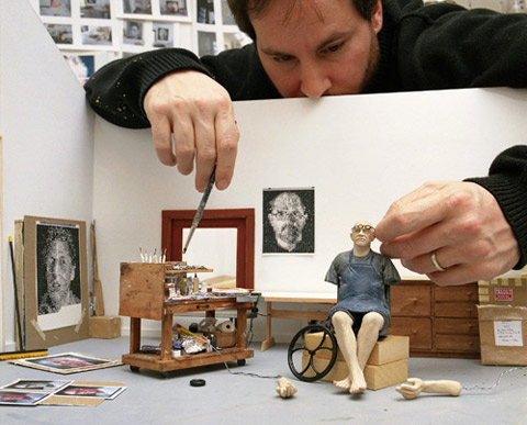 Sculptor with model of Chuck Close in his summer studio,  © Sage Sohier