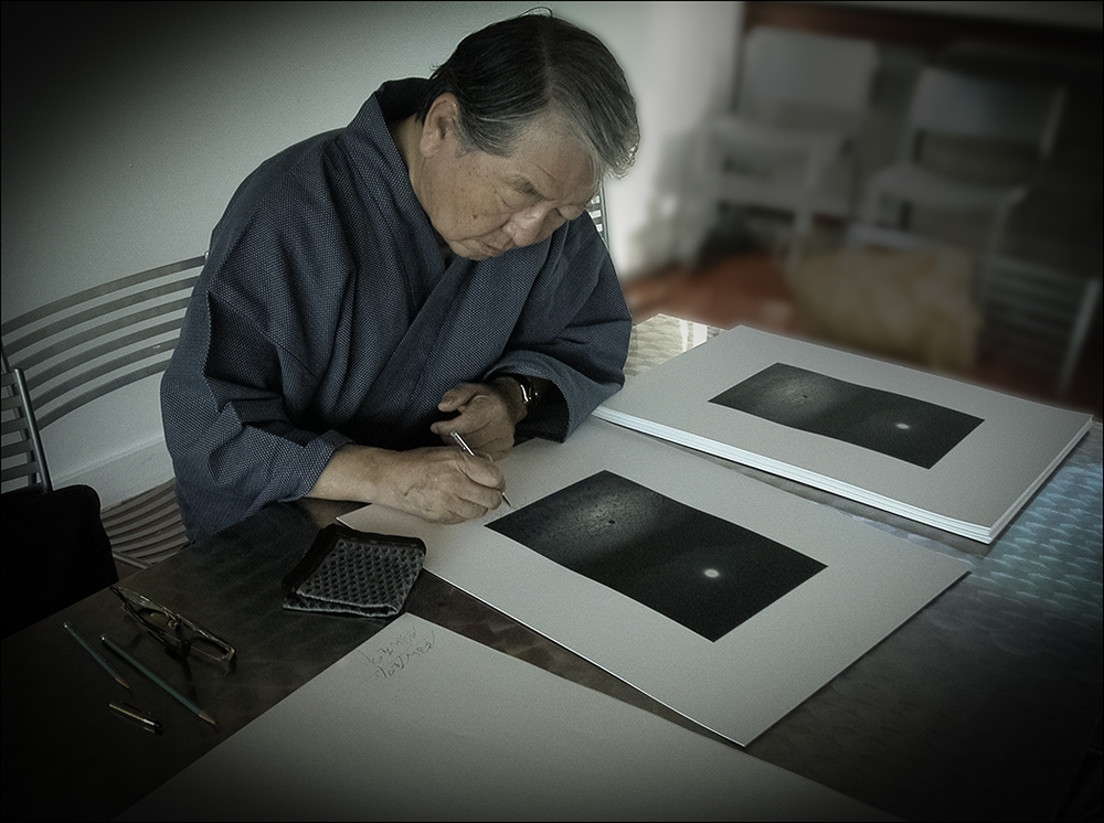 Eikoh Hosoe signing PhotoAlliance Collector Prints