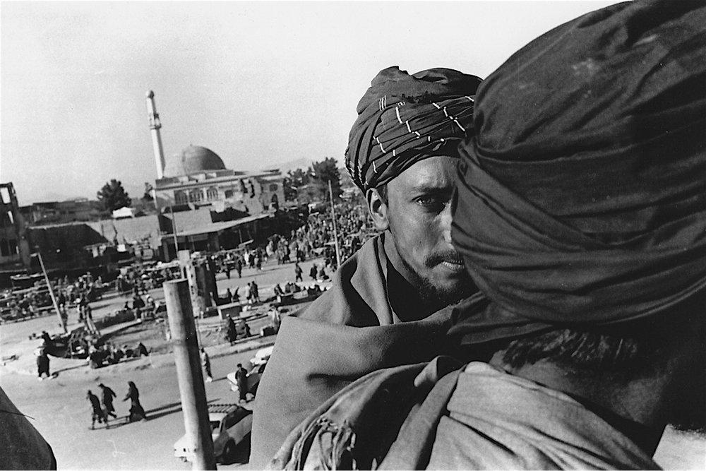 ©Ed Grazda   Taliban at Jadi Maiwan, Kabul 1997