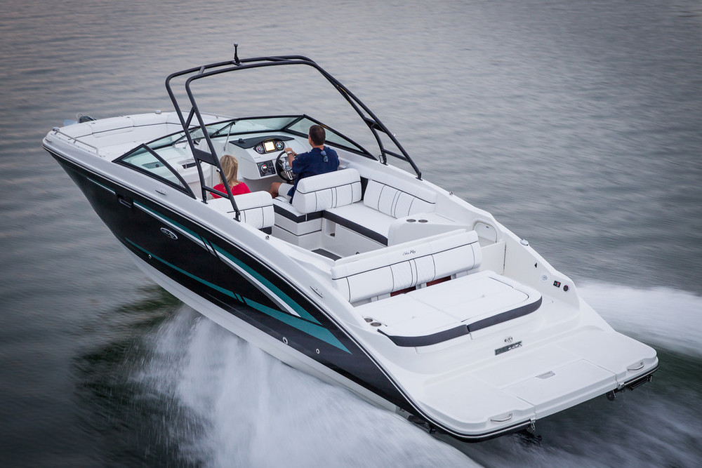 SEA RAY SUNDECK 270, 2015. 28ft. Price $ 115.000.-
