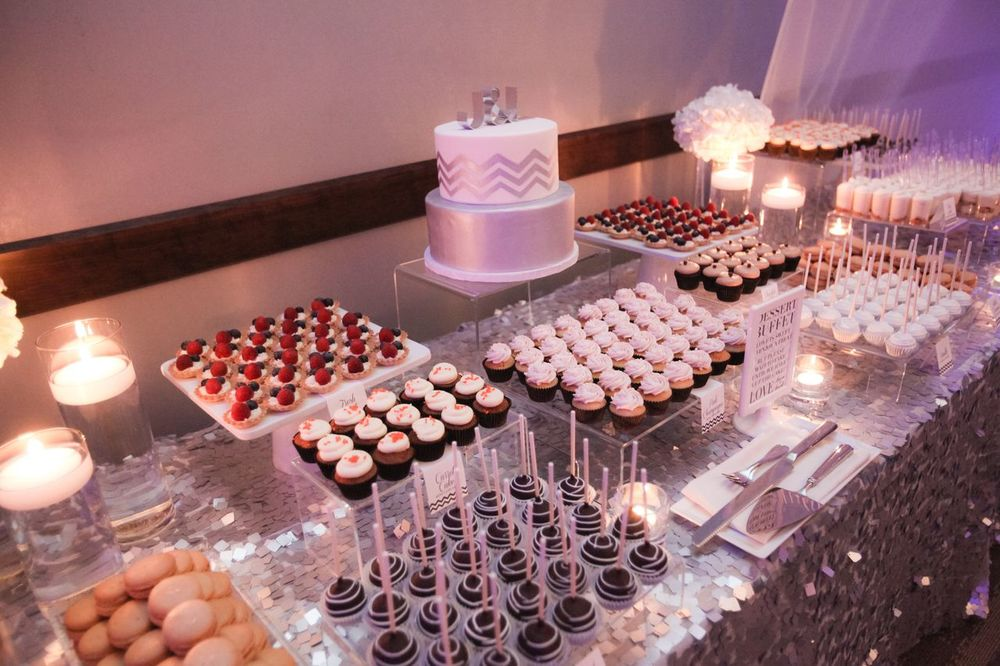 modern and elegant wedding. Desserts from #cocoaandfig