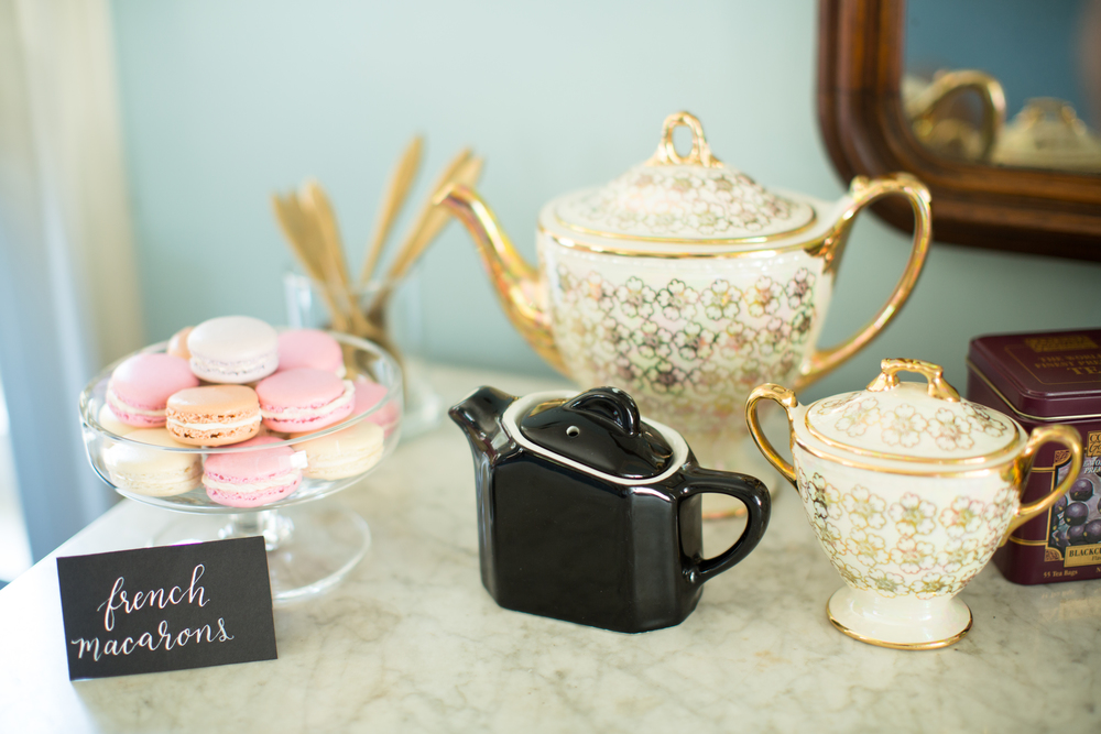 tea-macarons-wedding-day