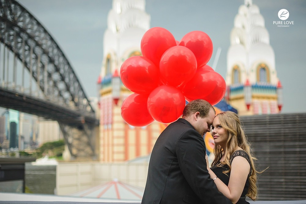 bay of plenty engagement photographer. beautiful engagement session. balloons are fun