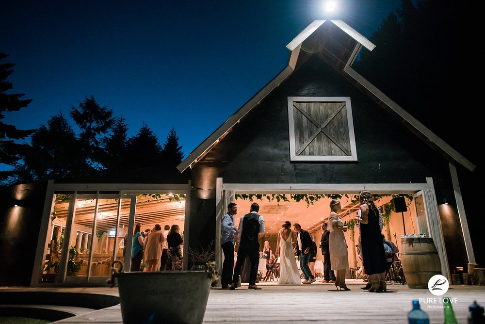 the black barn wedding noght photo