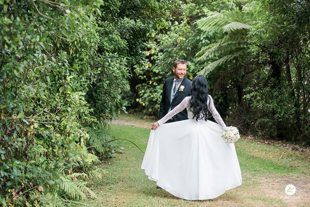 beautiful wedding photo flying dress
