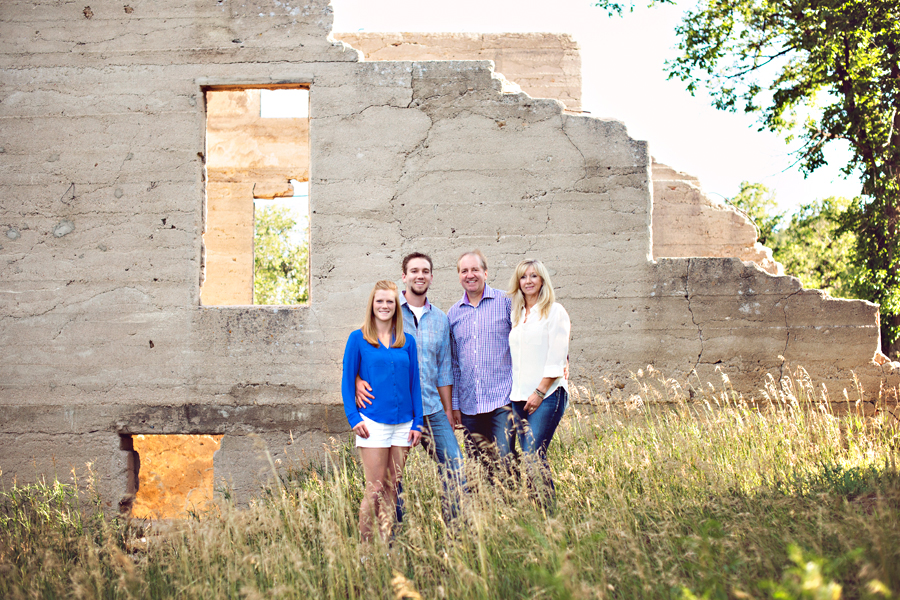 castlewood-canyon-park-adult-family-session.jpg