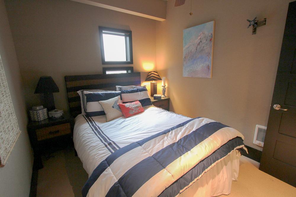 Guest Suite-Bed.jpg