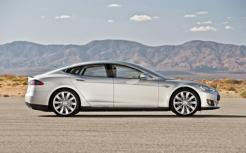 2013-Tesla-Model-S-right-side