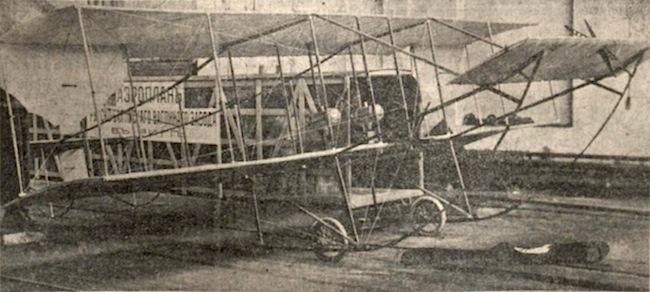 Lidmašīna paceļas no hipodroma Zolitūdē