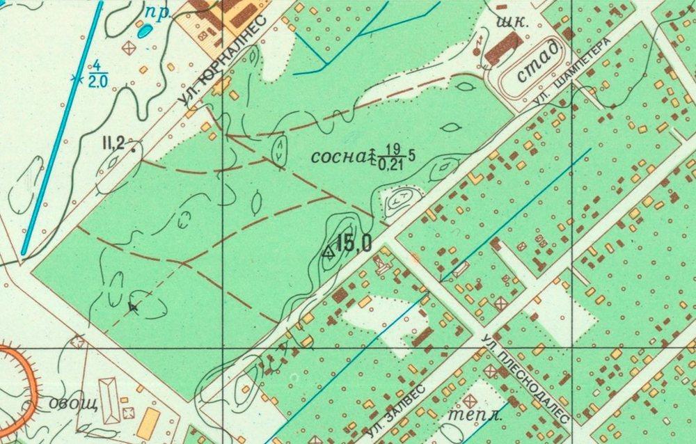 Šampētera muižas parks 1983. gada kartē, kurā redzamas ēkas, un pretī esošā bijusī Šindlera alus darītava