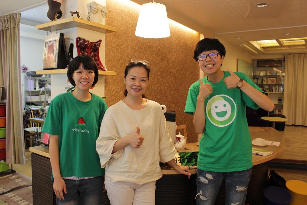 註林讌庭驕傲地向小記者們介紹她的店鋪.JPG