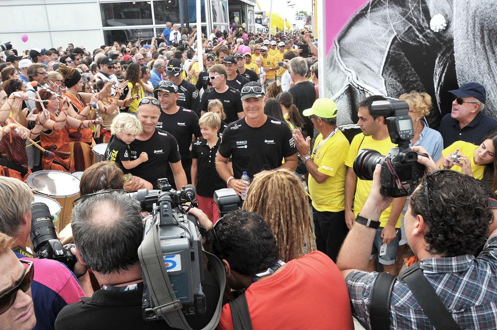 Bouwe Bekking start 1st leg Volvo Ocean Race