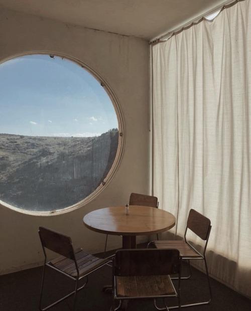 window-view-cirlcle-window-interior