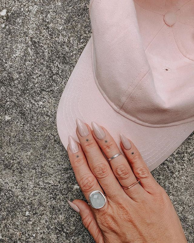 Never been much into baseball hats until my sister got me this pink faux suede one. Love it so much that I did my nails to match. #mixingitup #allpinkeverything #newnails💅