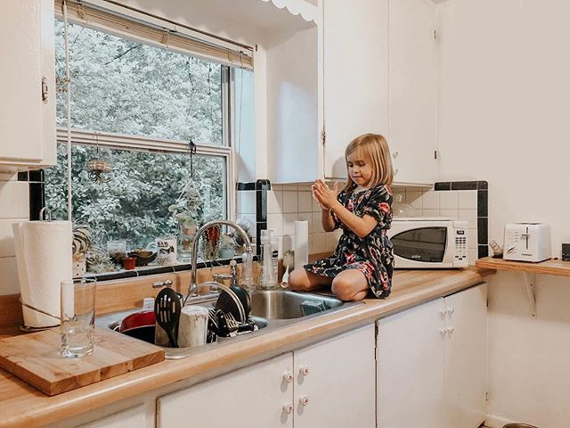 When you're little but don't need help washing your hands. 💪🏼👸🏼🧗🏼♀️ #littlelady #independentwoman