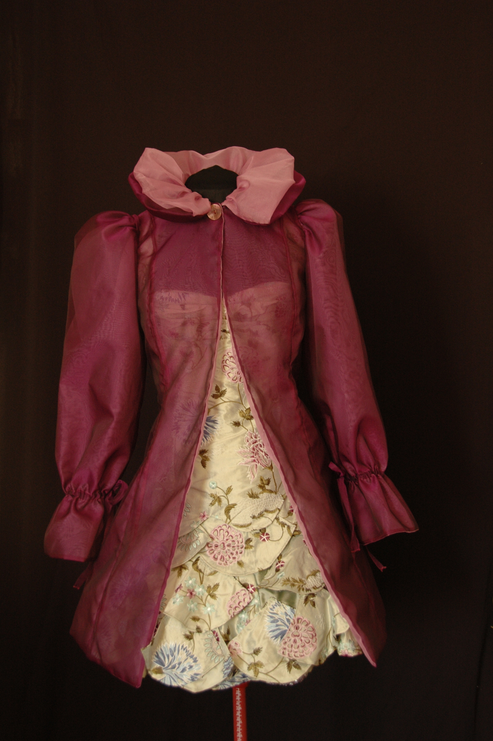 Manteau de cocktail court en organza de soie prune et rose réversible