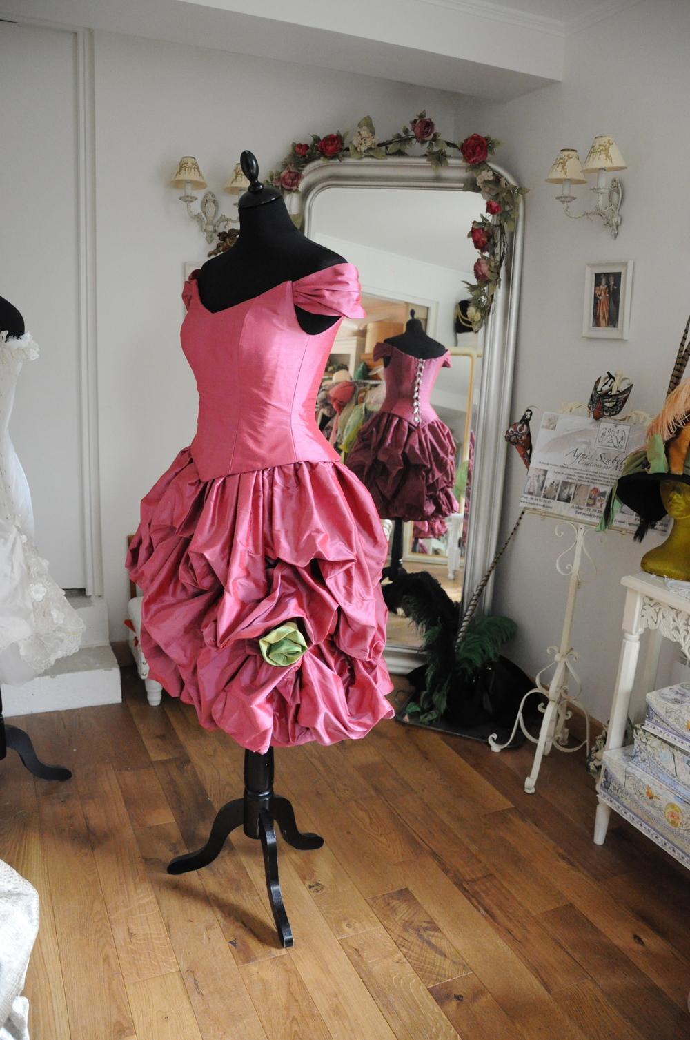 Robe de cocktail  corsetée en douppion de soie rose et vert