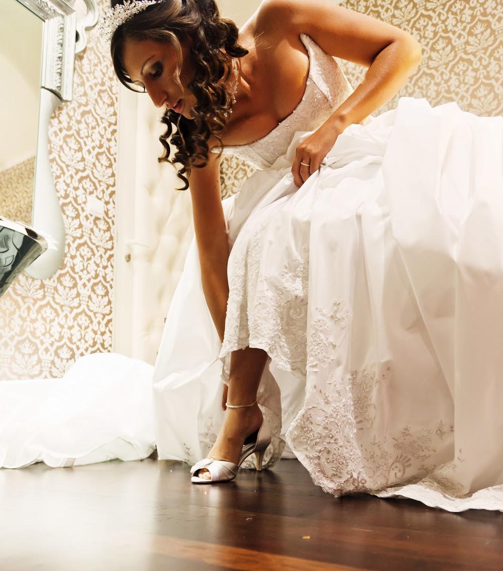 Robe de mariée corset décoré de dentelle brodée perlée et jupe en taffetas