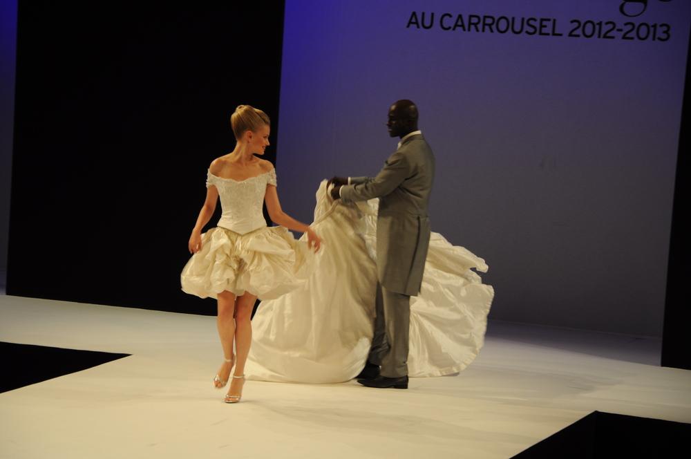 Robe de mariée Fantasja longue se transformant en courte en soie sauvage et tulle brodé perlé d'Agnès Szabelewski