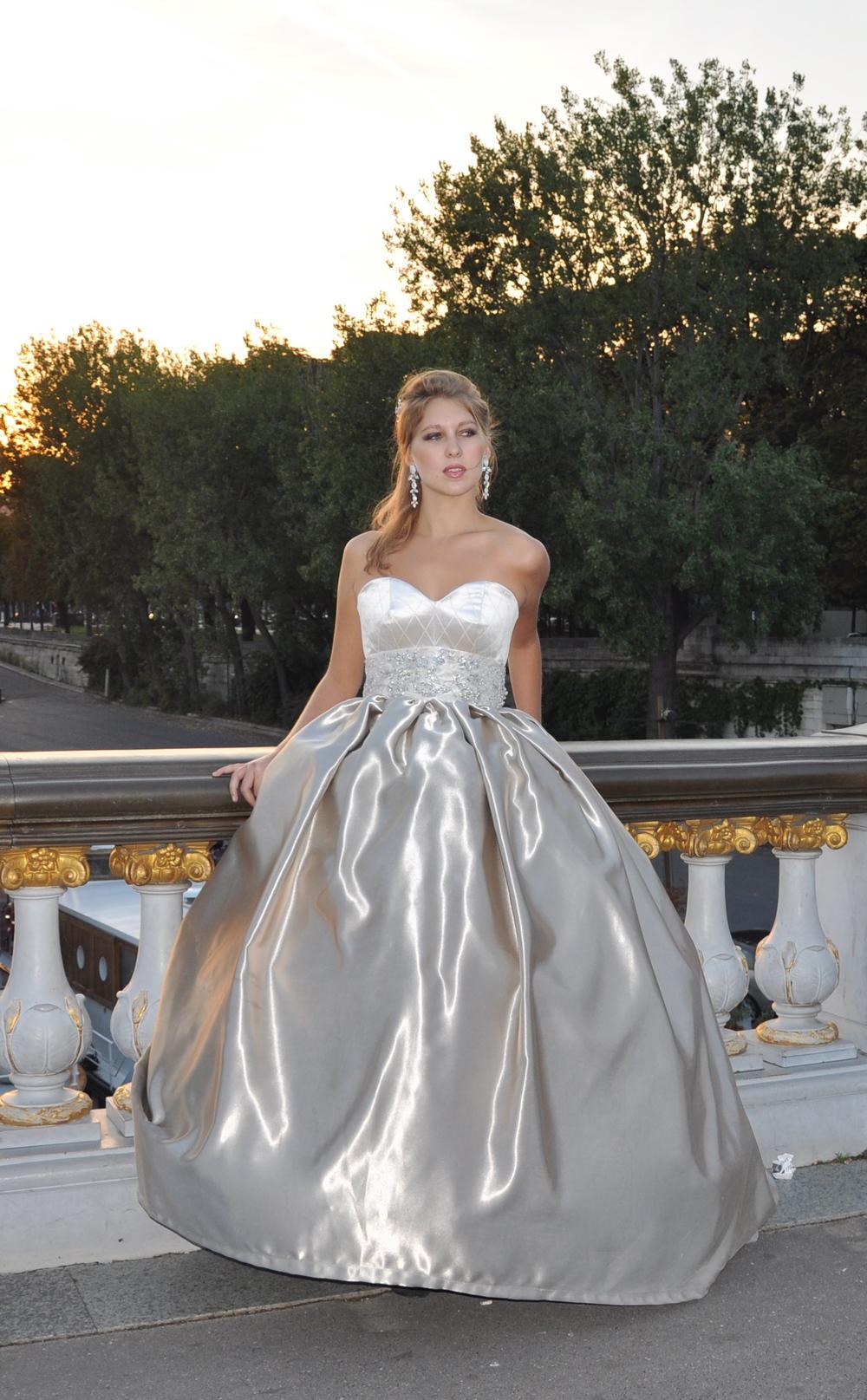 Robe de mariée Couleur de Lune d'Agnès Szabelewski.
