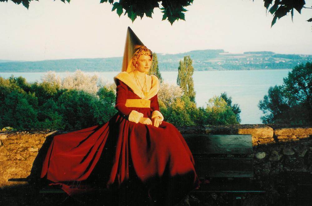 Robe médiévale en velours rouge