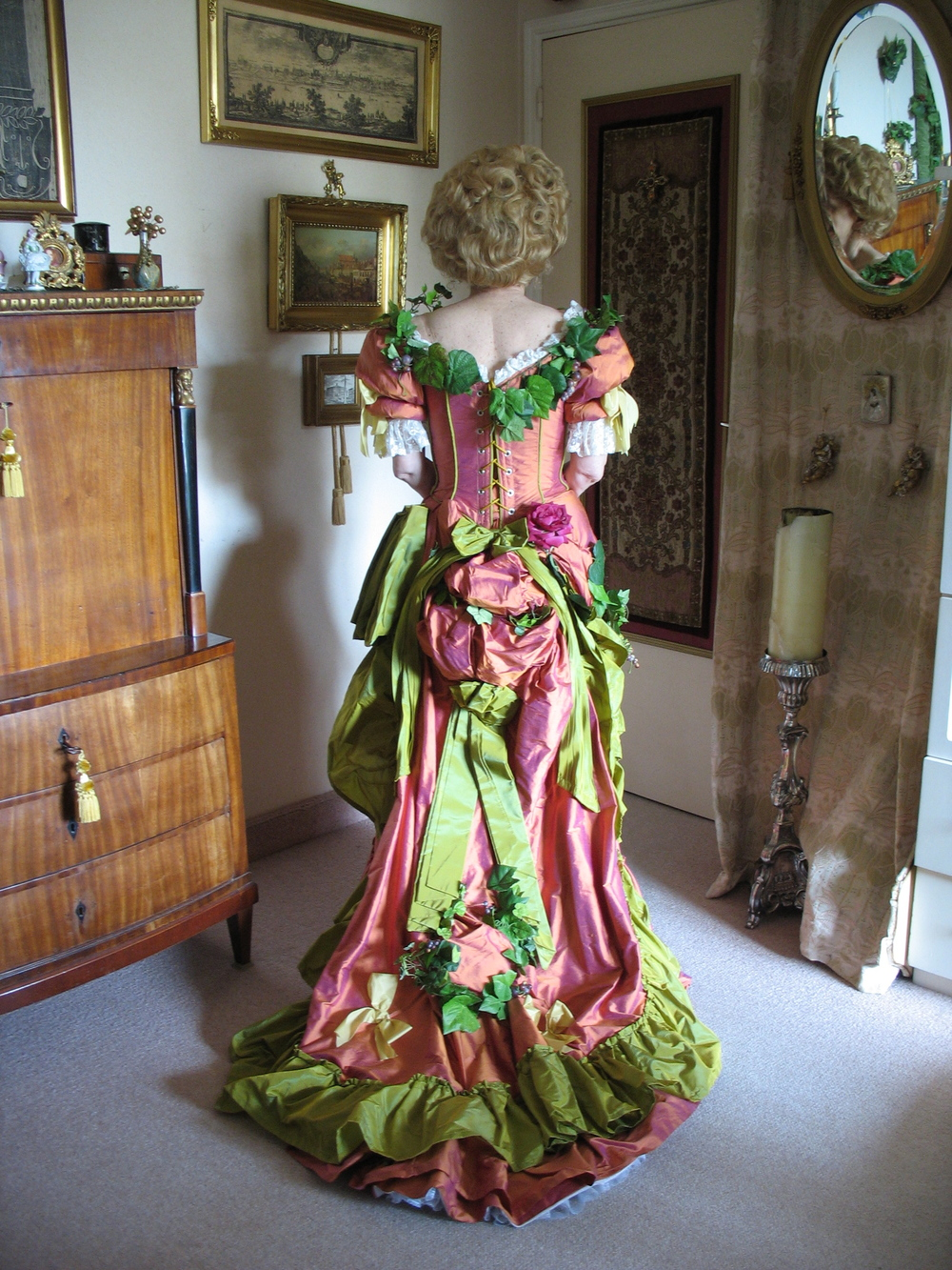 Robe 1890 en soie orange et vert anis