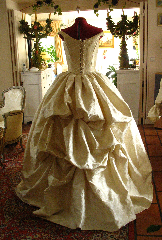 Robe XVIIIe siècle dorée traîne à bouillonnés