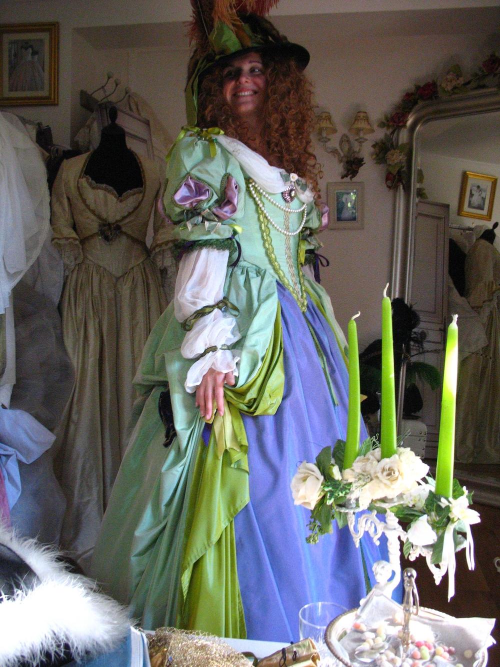 Robe époque Louis XIV en taffetas vert et mauve avec mousseline de soie. Agnès Szabelewski