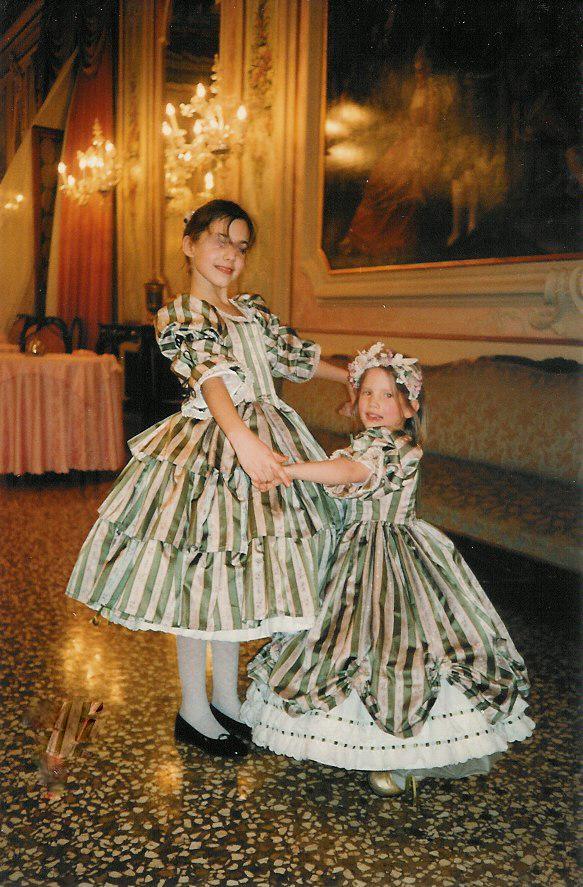 Robes petites filles XIXe.jpg