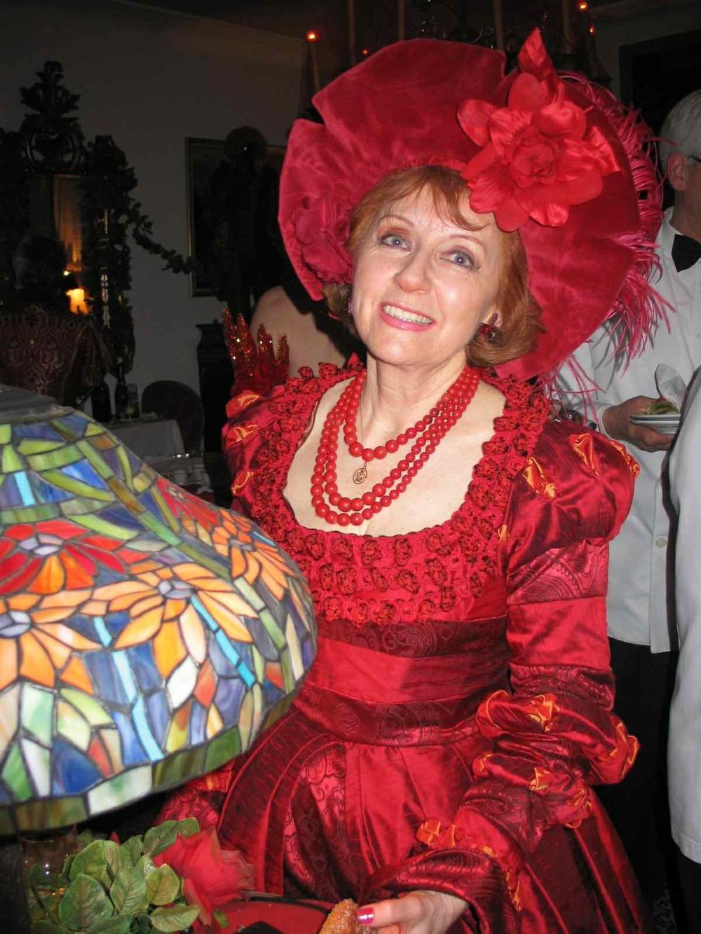 Robe Renaissance Rouge en soie sauvage. Création : Agnes Szabelewski