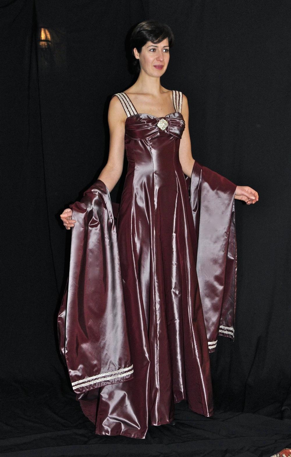 Robe longue et étole assortie en taffetas pour la pianiste Isabelle Eclancher