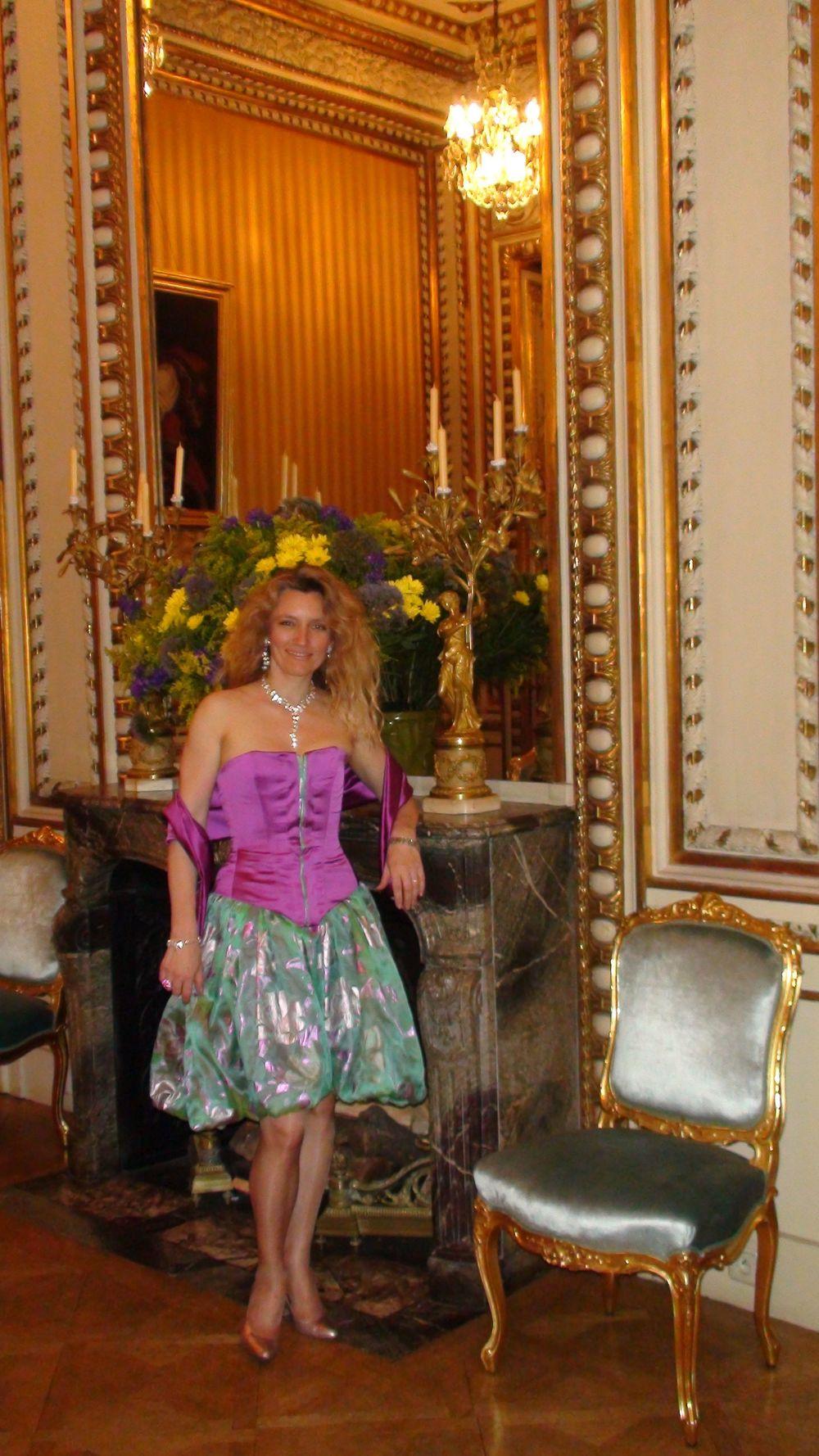Robe de cocktail en soie vert et rose avec corset