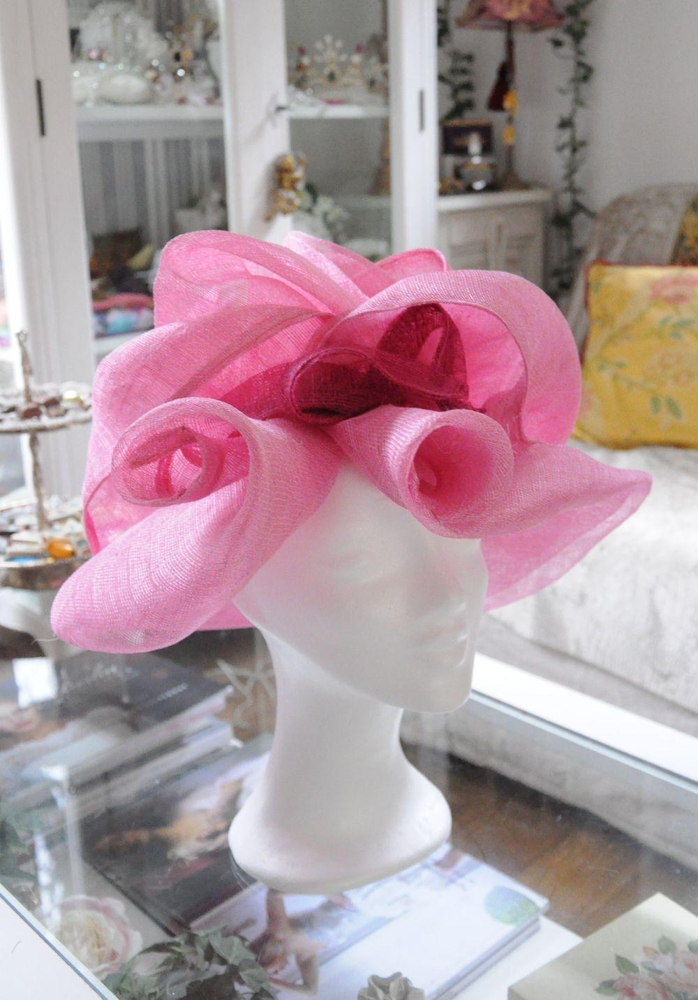 Chapeau en sisal rose, sur mesure