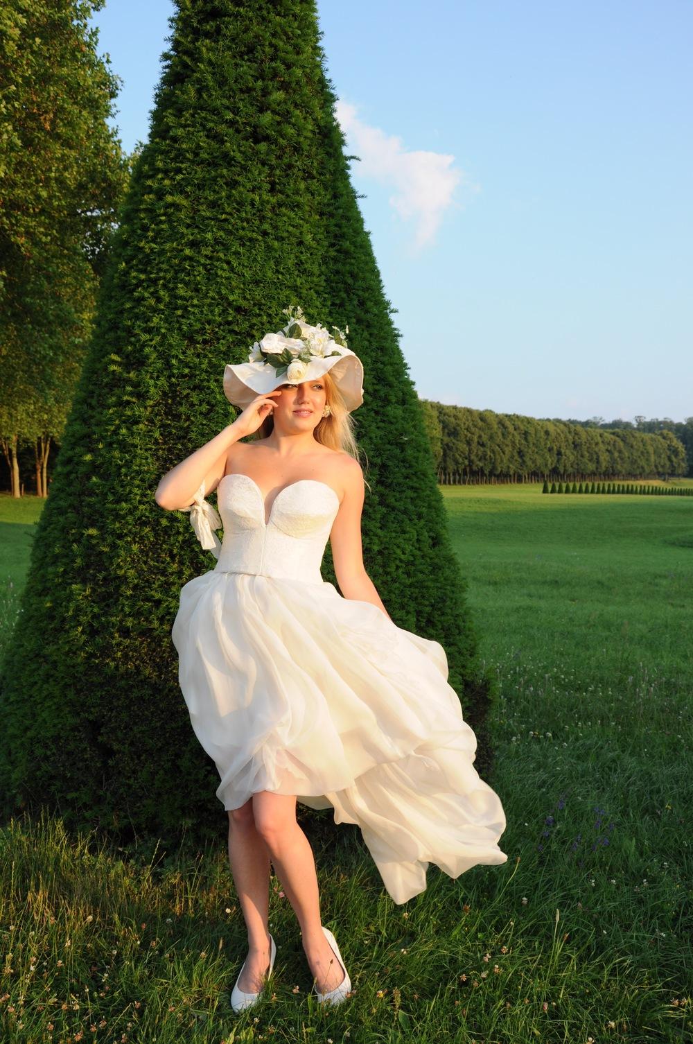 Chapeau en soie, décoration de fleurs blanches, sur mesure