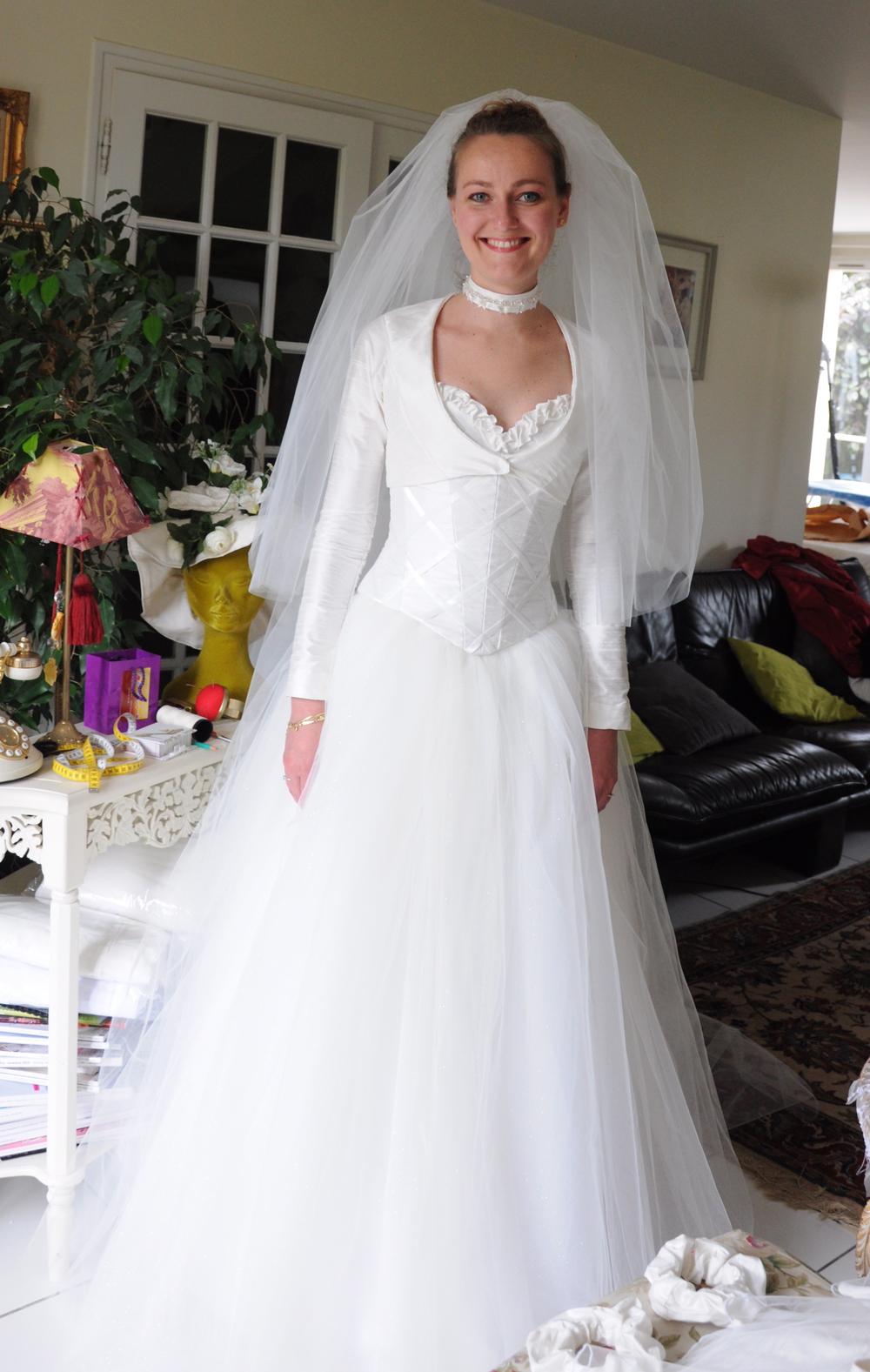 Veste boléro de mariée à manches longues en soie sauvage